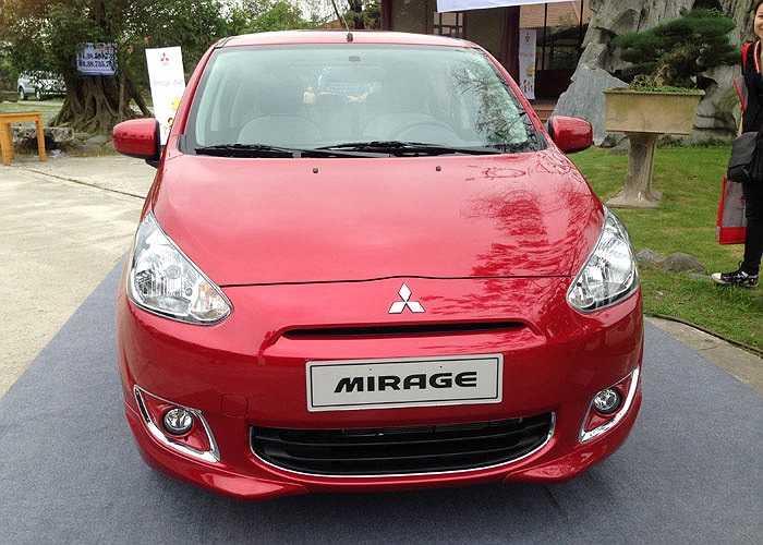 Phiên bản này được trang bị đồ chơi do RalliArt, một phân nhánh phát triển xe hiệu suất cao, xe thể thao và xe đua của Mitsubishi cung cấp.