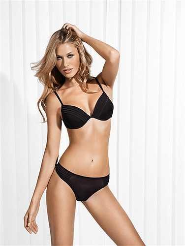 Người đẹp 26 tuổi này hiện là siêu mẫu kiêm diễn viên nổi tiếng ở Mỹ và Italy.