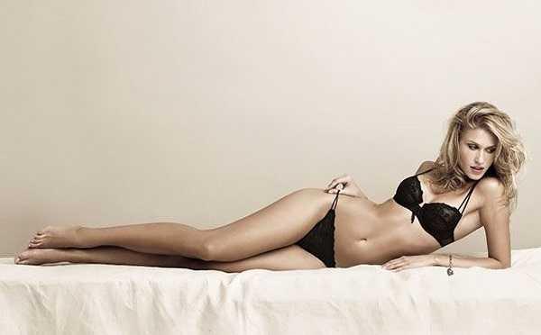 Trước khi cặp với Olga, chân sút 31 tuổi này từng hẹn hò với nhiều chân dài đình đám như Belen Rodriguez hay Camila Morais