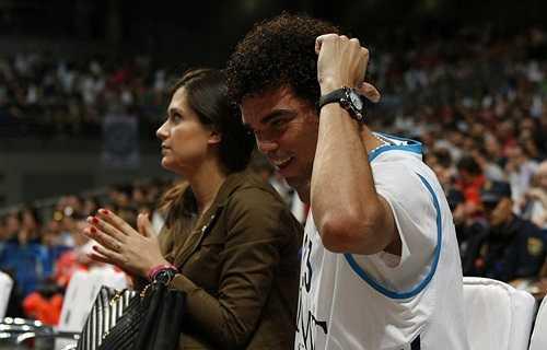 Vợ chồng Pepe đi xem bóng rổ