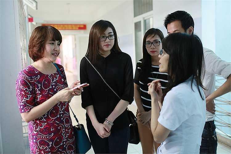 Họ đã trao quà và thăm hỏi những bệnh nhân có hoàn cảnh khó khăn đang lưu trú tại bệnh viện.