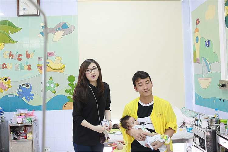Nhà đầu tư Lưu Nga cũng chính là người mua bộ váy của NTK Hoàng Hải để tặng cho Tú Anh.