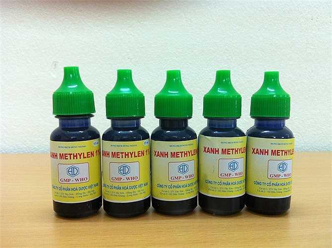 Dùng dung dịch xanh Milian (xanh Methylene) để chấm lên các nốt phỏng nước đã vỡ.