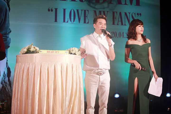 Đây là 'bữa tiệc' âm nhạc anh hứa hẹn với người hâm mộ Hà Nội sau chiến thắng của 'Chiếc vòng cầu hôn'.
