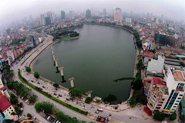 Hồ Hoàng Cầu thuộc địa bàn quận Đống Đa. Bao quanh là các tuyến phố Hoàng Cầu, Mai Anh Tuấn. Trên hồ đang xuất hiện những trụ cầu của tuyến đường sắt đô thị số 1 ( đường sắt trên cao) Cát Linh - Hà Đông.