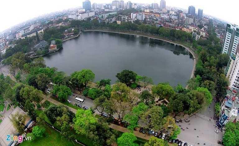 Hồ Thiền Quang được bao quanh bởi 4 con phố Nguyễn Du, Trần Bình Trọng, Trần Nhân Tông và Quang Trung. Khu vực này nổi tiếng với hàng cây hoa sữa vào mùa thu.