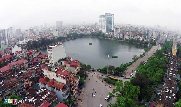 Hồ Xã Đàn, xung quanh là các khu tập thể cũ của Hà Nội như Trung Tự, Nam Đồng. Bao bọc hồ là các tuyến phố Hồ Đắc Di, Trần Hữu Tước và Đặng Văn Ngữ.