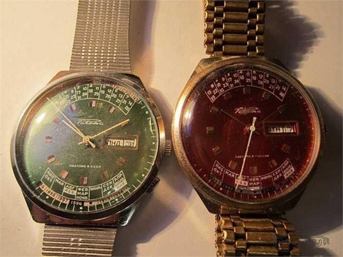 Đồng hồ Raketa (РАКЕТА) được sản suất từ năm 1961 sau sự kiện Gagarin bay vào vũ trụ. Hai chiếc Raketa thuộc dòng đặc sắc của Liên Xô. Trên chiếc đồng hồ có lịch vạn niên đến 2012.