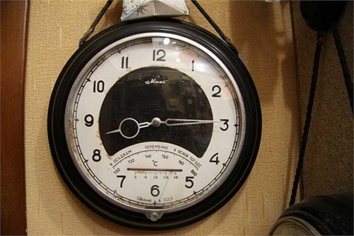 Chiếc đồng hồ Mayak có cả đo nhiệt độ và độ ẩm.