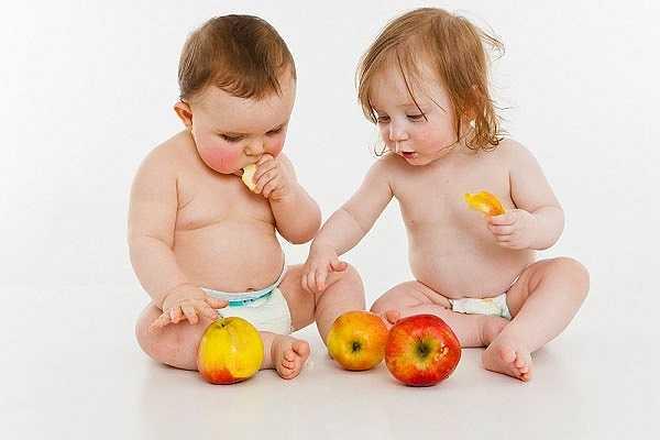 Ăn khoa học để có một hàm răng khỏe mạnh: Ăn vặt cả ngày rất có hại cho răng của bé. Các chuyên gia khuyên các mẹ chỉ nên cho bé ăn ba bữa mỗi ngày cộng với một bữa ăn vặt vào giữa sáng và giữa chiều. Đây là một chế độ ăn rất lý tưởng.