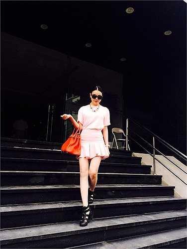 Phong cách thời trang dạo phố rất đẹp của Trà Ngọc Hằng.