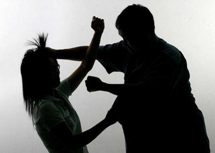 Tuy nhiên, bạo hành thể xác cũng bao gồm các hành động không gây hại khác như chỉ đẩy và kéo.