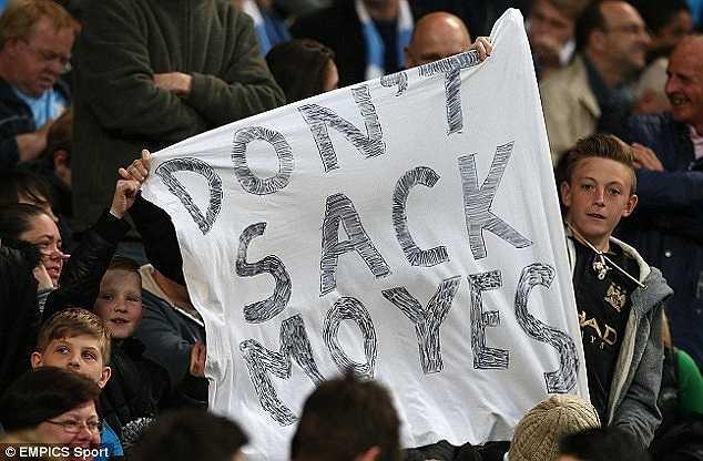 Khẩu hiệu 'Đừng sa thải Moyes' được các CĐV mang tới sân Etihad vào đêm qua, trong chiến thắng 3-1 trước West Brom của Man City