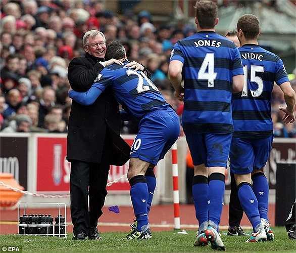 Mặt khác, lí do mà Van Persie chấp nhận chuyển đến Old Trafford là do có sự hiện diện của Sir Alex Ferguson