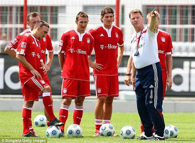 Van Gaal khi còn dẫn dắt ĐKVĐ Champions Leage - Bayern Munich