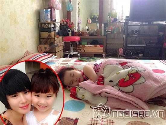 Căn phòng ngủ đơn giản mà ấm cúng của mẹ con nữ ca sỹ Thu Phượng.