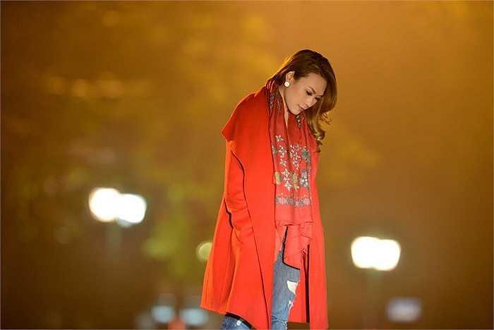 Vào ngày 27/4 mới đây, Mỹ Tâm sẽ dành tặng khán giả đoạn Clip ngắn ghi lại những khoảnh khắc đi dạo đêm Hà Nội trong buổi phát hành và ký đĩa DVD Liveshow 'Gởi tình yêu của em'.