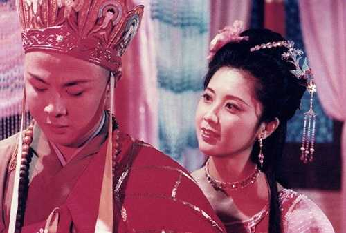 Nữ vương và Đường Tăng.