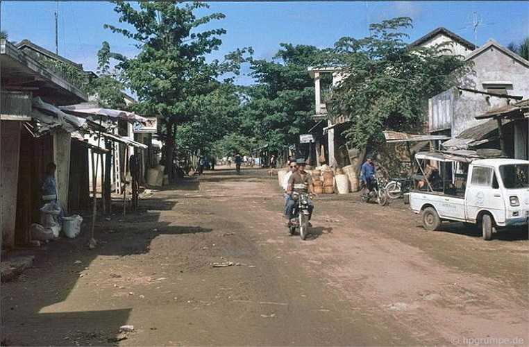 Một thị trấn nằm trên đường đến Mỹ Lai.