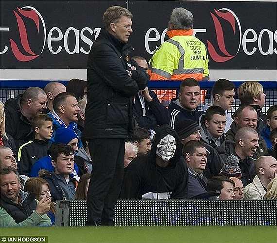 Sau gần 1 năm mới quay trở lại Goodison Park, điều mà các CĐV Everton chào đón ông là hình ảnh của một vị thần... chết