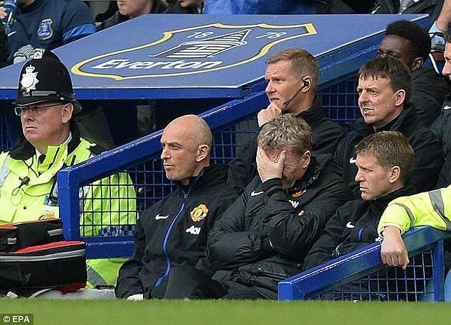'Thần chết' mất đi nhưng Moyes vẫn không thể giúp Man Utd có được một kết quả tốt. Hình ảnh ôm đầu thất vọng thường thấy ở vị HLV này được lặp lại.