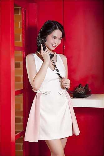 Ngọc Trinh tự làm người mẫu cho những sản phẩm thời trang mang tên mình.