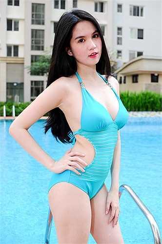 Không có chiều cao vượt trội, nhưng tỷ lệ cơ thể của cô là chuẩn xác.