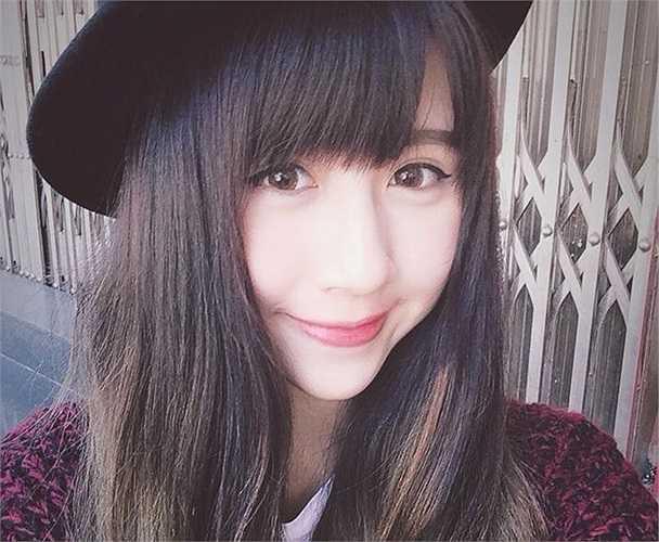 3 năm trước, Quỳnh Anh Shyn bắt đầu được biết đến khi là nữ sinh xinh đẹp đỗ vào trường THPT Phan Đình Phùng với số điểm cao. Suốt 12 năm học, cô gái này giữ vững danh hiệu học sinh giỏi. (Ảnh: FBNV).