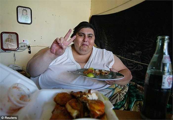 Trọng lượng gần đây của Manuel Uribe giảm xuống chỉ còn 393 kg, nhẹ hơn khá nhiều so với trọng lượng 558 kg từng giúp anh đạt kỷ lục Guinness thế giới năm 2006.