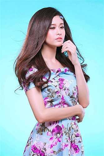 Nhưng trước hết, Trương Quỳnh Anh đang phải hoàn thành tốt hai vai diễn trong hai bộ phim truyền hình dài tập 'Tôi yêu cô đơn' và 'Săn vàng'