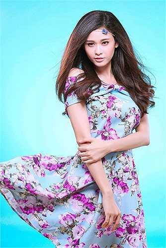 Trong hai phim này cô đều trở thành 'người tình' của Quách Ngọc Ngoan và Hoàng Anh.