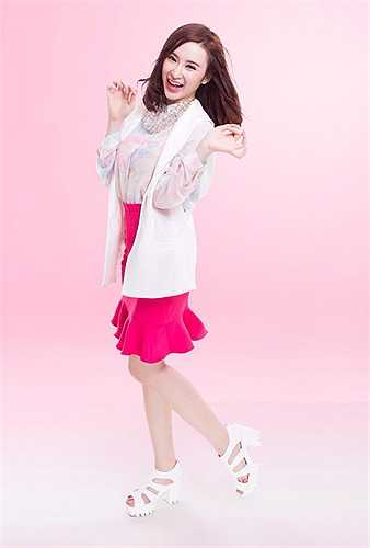 Angela Phương Trinh thực hiện bộ ảnh mới ngọt ngào, dễ thương.