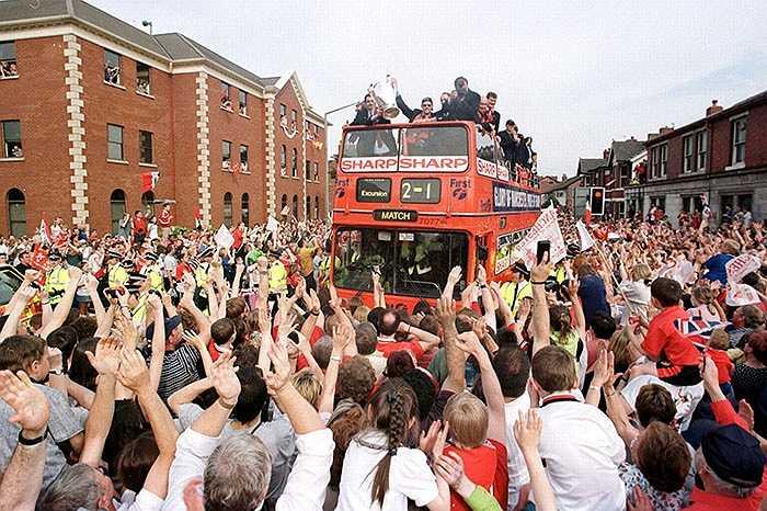 15 năm trước, sau khi giành Champions League từ tay Bayern Munich, Man Utd đã nhận được sự chào đón của 500.000 CĐV khi trở về Anh