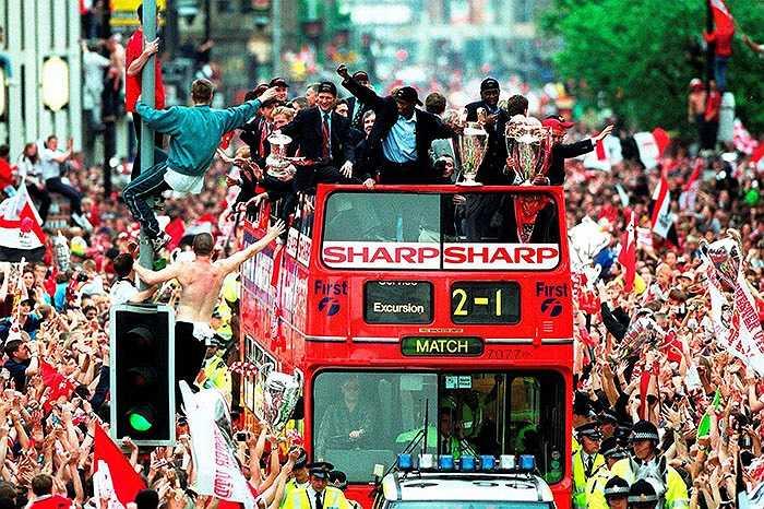 Những người yêu mến Man Utd đã phải chờ 31 năm để được lần thứ hai ăn mừng cùng chiếc cúp bạc