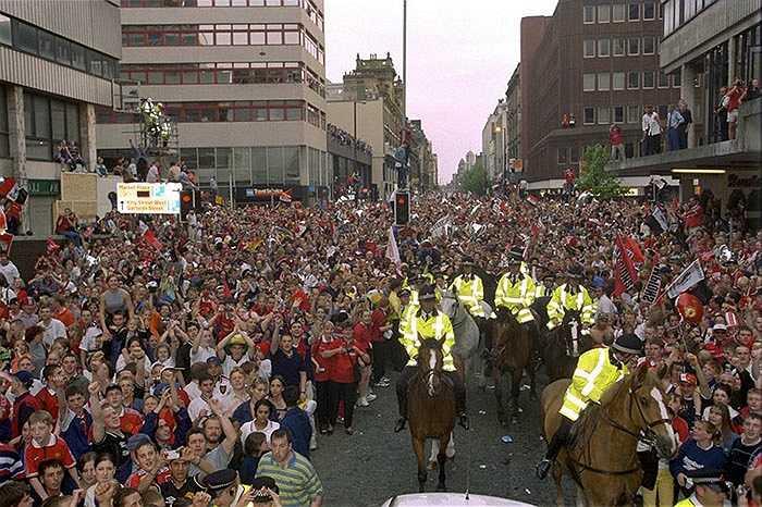 Đường phố Manchester bị tắc nghẽn trong suốt lễ diễu hành của Quỷ đỏ