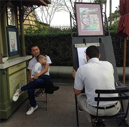 Tháng 2/2013, vợ chồng Hồ Ngọc Hà – Cường Đô la đưa cậu quý tử Subeo và ông bà ngoại tới Mỹ ăn Tết. Trong suốt chuyến đi kéo dài gần 1 tháng, ông bố trẻ Cường Đô la liên tục chia sẻ những khoảnh khắc của 2 bố con tại đây khi đến Disneyland, ngồi làm mẫu vẽ tranh trên phố,…