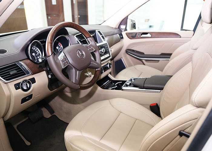 Thuộc phân khúc SUV cỡ lớn, xe được trang bị hệ thống vượt địa hình On&Offroad với 6 chế độ lái.
