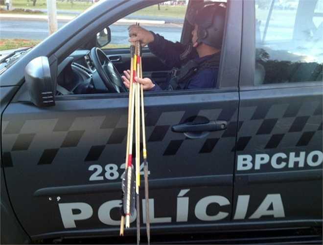 Cảnh sát Brazil đã tịch thu rất nhiều tên của các thổ dân tham gia biểu tình hôm 27/5 tại thủ đô Brasilia.