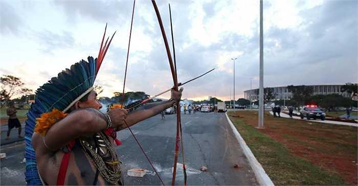 Đó chính là các tù trưởng đến từ các bộ lạc bản địa