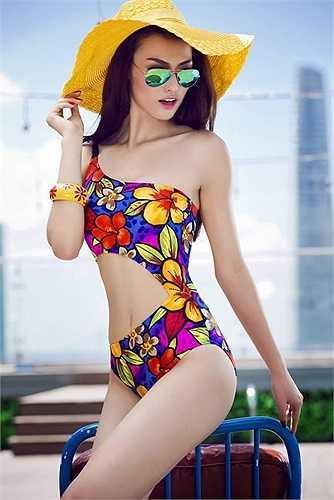 Sở hữu gương mặt xinh đẹp cùng số đo hình thể hoàn hảo, Hồng Quế còn được kỳ vọng cho cả ngôi vị Hoa hậu Việt Nam.
