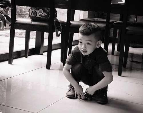 Doanh nhân Quốc Cường dành rất nhiều tình yêu cho cậu con trai nhỏ. Anh thường đăng tải hình ảnh Subeo và gửi cho bé những lời yêu thương trên trang cá nhân. Những khi Hồ Ngọc Hà bận lưu diễn, Quốc Cường nhận trách nhiệm chăm sóc Subeo.