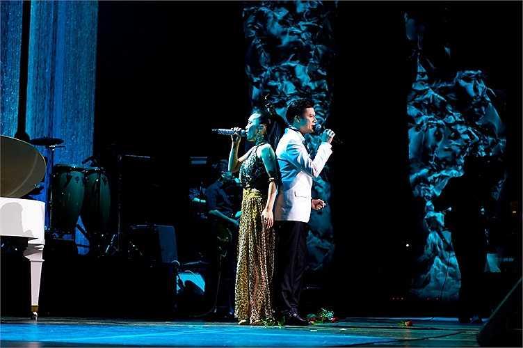 Khán giả trẻ hào hứng với một Hồng Ngọc nhạc trẻ gợi cảm, bốc lửa, khán giả lớn tuổi thì tìm thấy hoài niệm khi nghe cô hát nhạc xưa đầy ngọt ngào.