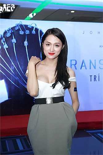 Nữ ca sỹ thường xuyên diện những trang phục táo bạo, khoe đường cong cơ thể.