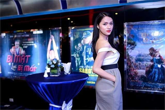 Dù là thời trang dự sự kiện, hay trên sân khấu ca nhạc, Hương Giang cũng luôn khéo léo phô diễn vẻ đẹp hình thể.
