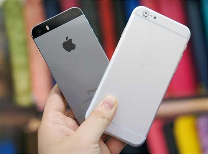 Hình ảnh mô hình mới đọ dáng với bản 5S màu xám. Nhiều người cho rằng, iPhone sẽ bị mất chất nếu sở hữu thiết kế bo tròn như trên.