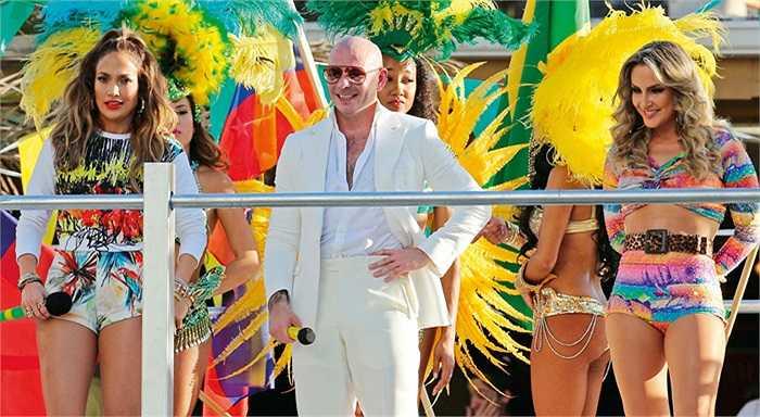 Còn diva Claudia Leitte là 1 trong 3 người thể hiện bài hát chính thức của World Cup cùng với nữ danh ca Jennifer Lopez và rapper Pitbull.