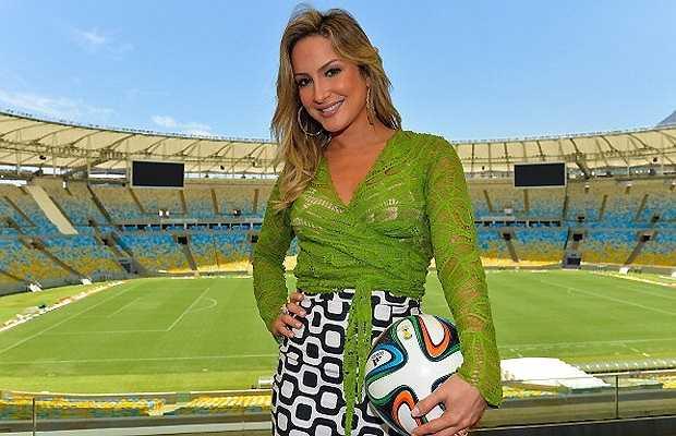 Trước đó, Claudia Leitte là một thành viên tích cực của Brazil trong việc quảng bá World Cup.
