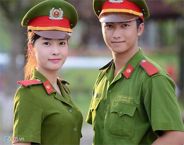 Việt Trinh cũng khá nổi tiếng trên mạng (thậm chí bức ảnh của cô từng lên báo nước ngoài) với khoảnh khắc nữ sinh Cảnh sát mạnh mẽ, xinh đẹp khi học bắn súng. Sánh vai cùng cô là sinh viên Phạm Trọng Quyết. Quyết học ngành Cảnh sát giao thông. Cậu là thành viên khá nổi bật của các hoạt động ngoại khóa trong trường.