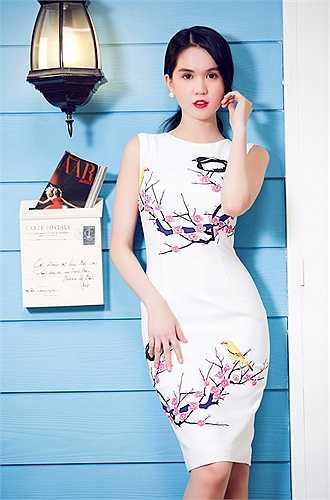 Các thiết Kế mới của Ngọc Trinh còn đáp ứng được tính xu hướng với họa tiết in hoa nền nã trên bề mặt vải một màu.