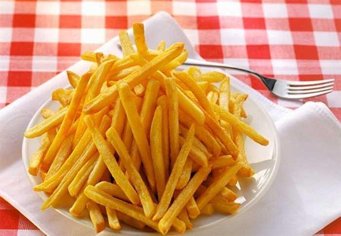 Nếu bạn hy vọng có một đêm mỹ mãn, hãy nói không với khoai tây chiên. Chất béo trong khoai tây chiên ảnh hưởng tiêu cực đến nồng độ testosterone.